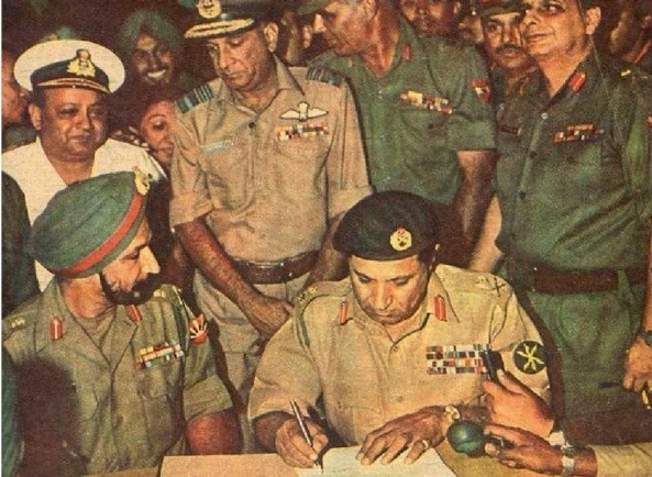 Signing of Surrender Document on 16 December 1971 Surrender received by Lieutenant General Jagjit Singh Arora (General Officer Commanding (GOC), Eastern Command) from Pakistani General A.A.K. Niazi. (Photo courtesy - indopakmilitaryhistory.blogspot.com). Click for larger image.