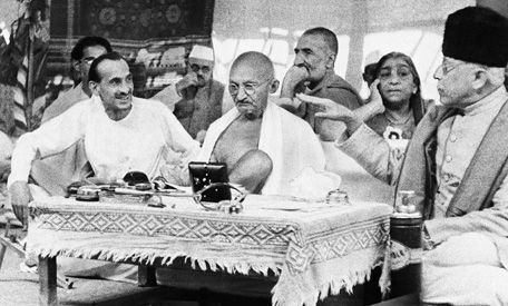 MahatmaGandhi with leaders of the All-India Congress Party, August 1942, at a press confrence in picture (from R to L) Maulana Abul Kalam Azad, Sarojni Naidu, Khan Abdul Ghaffar Khan, Gandhiji, wearing a cap not known and JB Kripalani |  Source-Associated Press  |  Click for image.