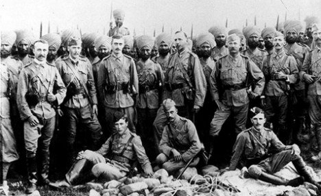 British officers and Indian troops from the 45th Sikhs Regiment in 1897 at Chakdara fort sent to subdue Indian militants  |  Image source & courtesy - dailymail.co.uk  |  Click for image.