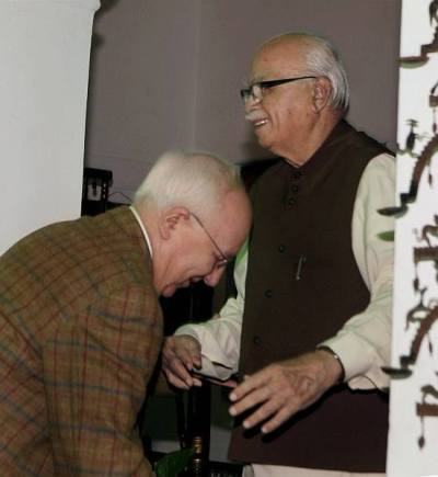 Russian Ambassador to India Alexander M Kadakin bends down to LK Advani on Advani's 85th birthday on Nov 08, 2012 |  Image source  PTI; courtesy - outlookindia.com